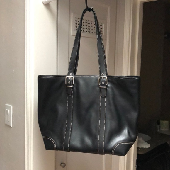 eabcec9d56a COACH large tote / purse in black.